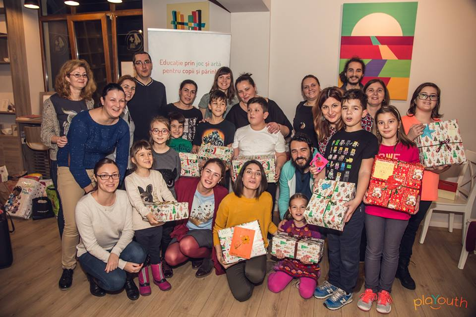Poză de grup de la evenimentul Să dăruim de Moș Nicolae