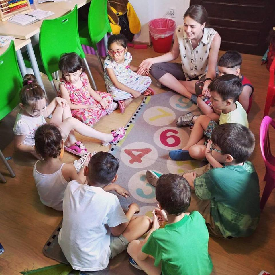 """Experienţa noastră alături de Asociaţia """"Ana şi copiii"""""""