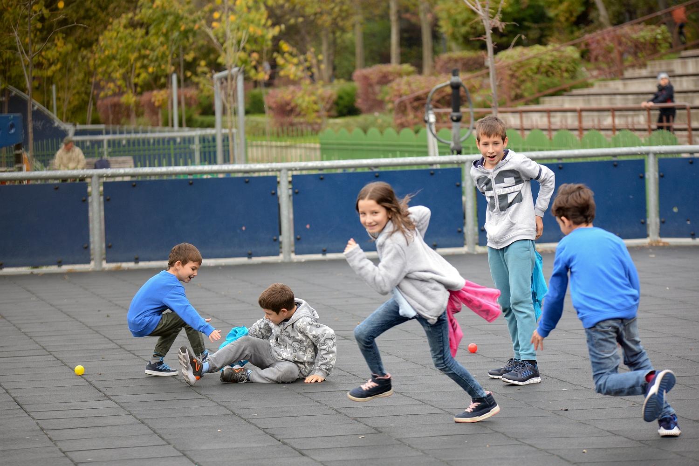 Play Party cu jocuri de echipă și olimpiadă sportivă