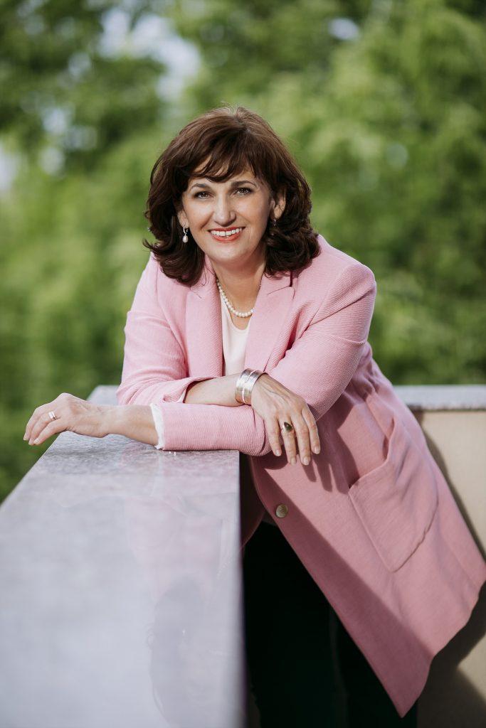 Simona Baciu - invitat la Conferinta oMul din spatele unui profesor
